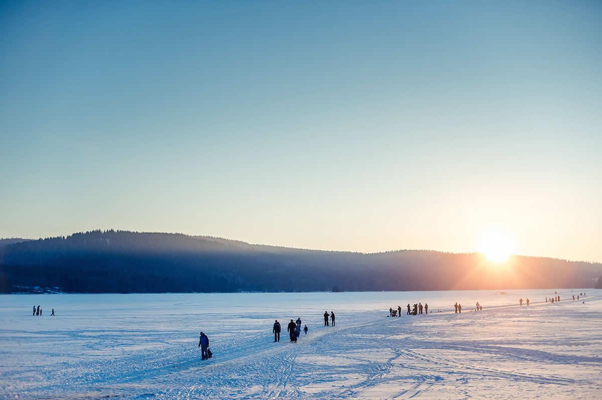 Bruslení na zamrzlém jezeře Lipno